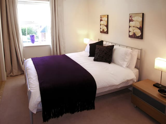 Newbury South 22B, Serviced Apartment, Free Wi-Fi