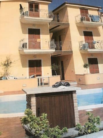 Bilocale in residence con piscina - La Muddizza