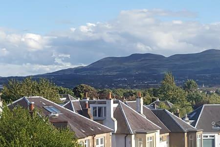 Spacious apartment - ideal location - good links - Edinburgh - Wohnung
