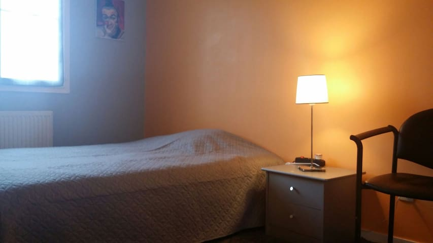 Chambre spacieuse très calme - Dijon - Apartment