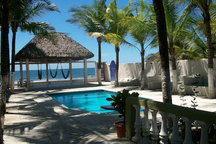 Casa Hawaii / Monterrico in front of the sea