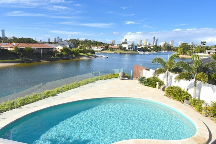 LUXE COASTAL HOME 8 Beds, Pool, Sandy Beach & More