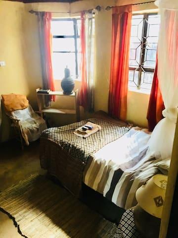 Bedroom 5 - 1 x single bed