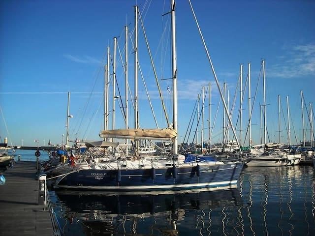 Voilier SCORPIO à quai - Marseille - Boot