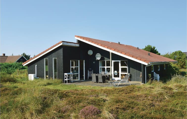 Holiday cottage with 5 bedrooms on 160 m²