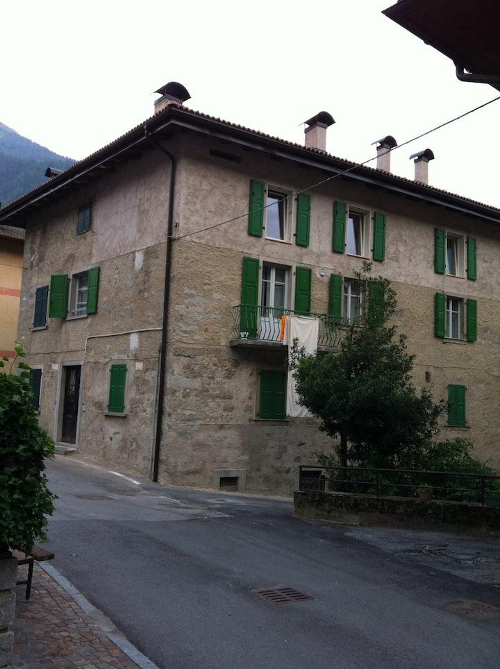 Casa di famiglia, rifugio moderno vicino a Pinzolo