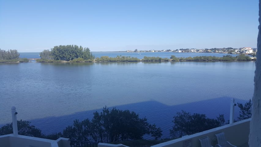 Condo overlooking Lagoon and Gulf of Mexico - Hudson