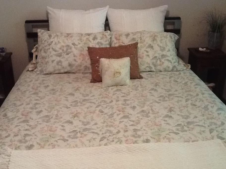 Good quality linens & pillows.