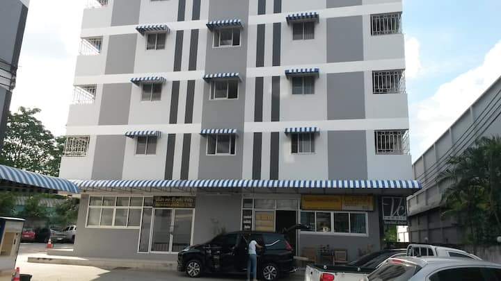 Condo in 9 km from BTS line (buses), pool in 8 km