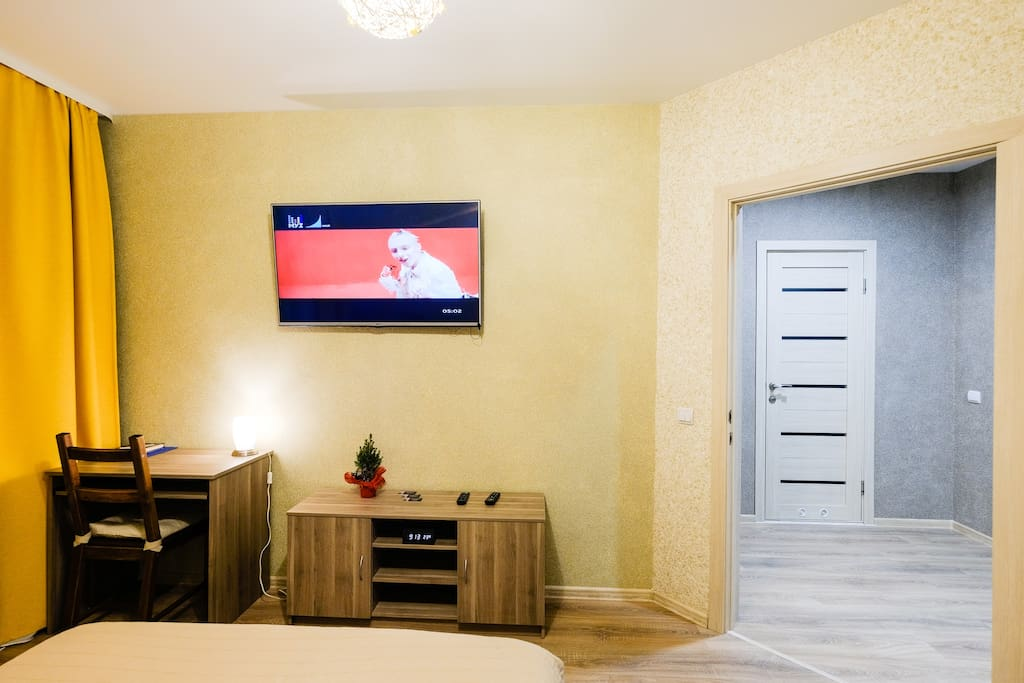 Большой телевизор 150 каналов ТВ
