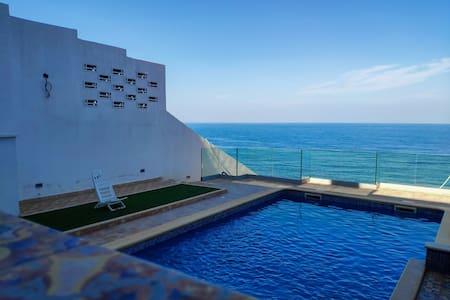 Appart f3 avec terrasse vue sur mer et piscine