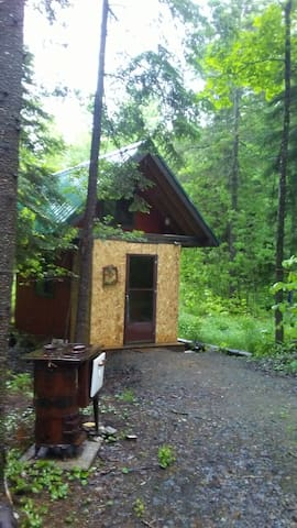 TIMBUKTU - Private Off-Grid Cabin in the Woods