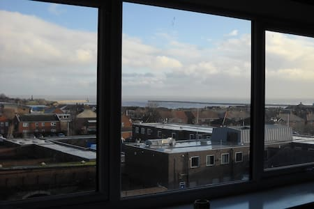 Spacious 2 bedroom apartment with great views.