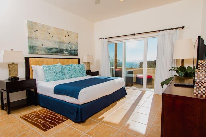 Puerta Cortés. 3 Bedroom Ocean View Villa-Jacuzzi.