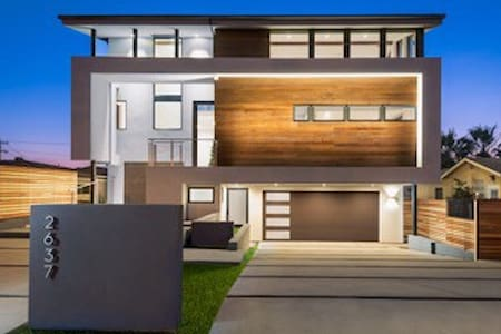 New Modern Guest House AT THE BEACH in Carlsbad.