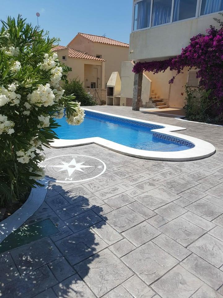 Villa con vistas al mar, disfruta y relájate!