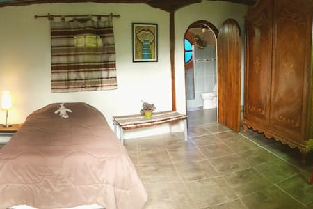 Cozy room in a well located area of Tumbaco Valley - Quito - Ev