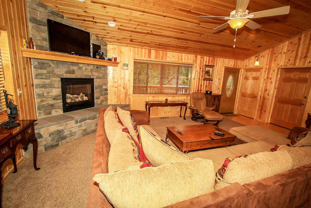 Bench,Fireplace,Hearth,Bed,Bedroom