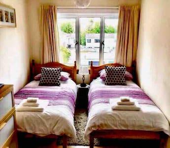 Twin bedroom and breakfast in Edinburgh