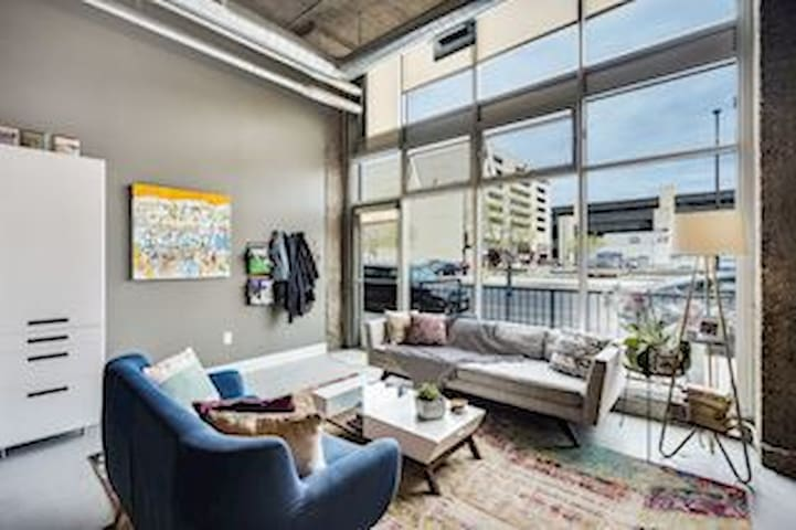 Historic Downtown Loft with 1400 sqft. of Space!