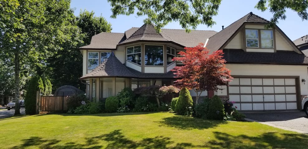 Langley (Walnut Grove)home, minutes from Vancouver