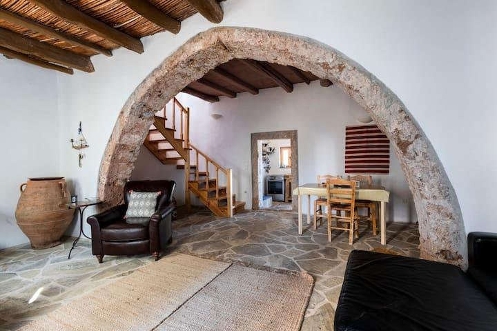 The Arch House. A Romantic Escape.