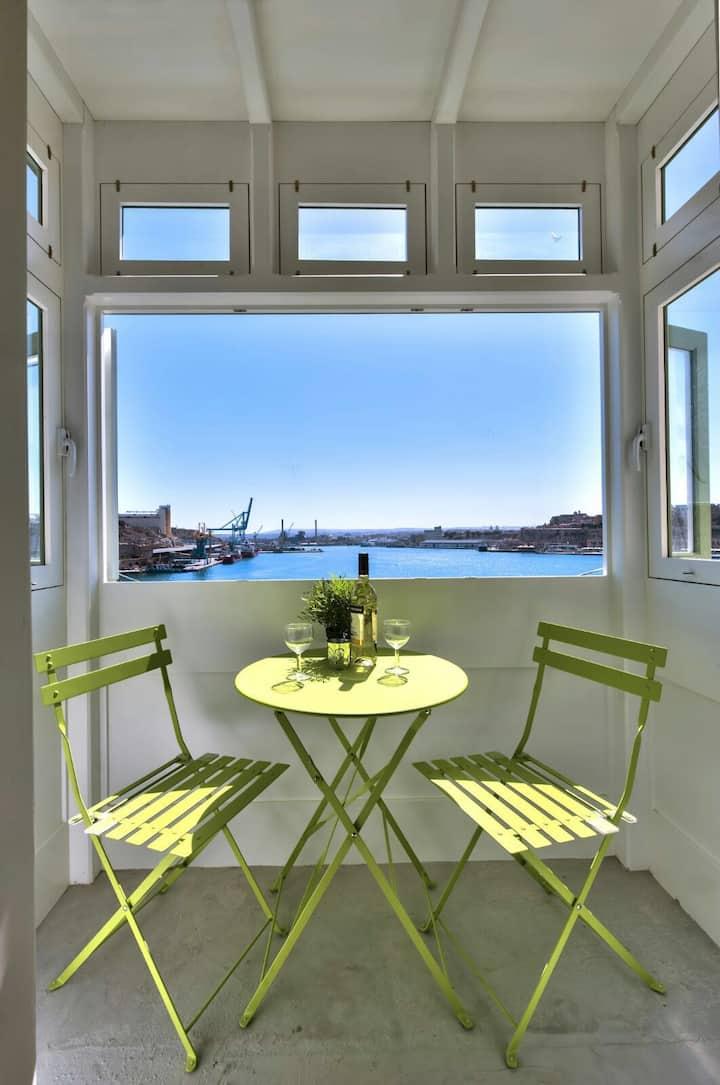 Valletta View TA LIPPU  w/ kitchen  Senglea