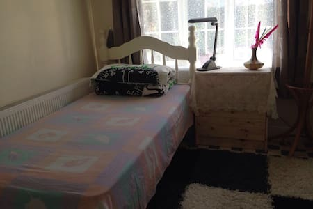 Single ensuite room nice and comfy - Celbridge
