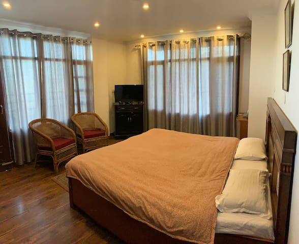 West End Enclave Homestay | Suite Room | Drive-in