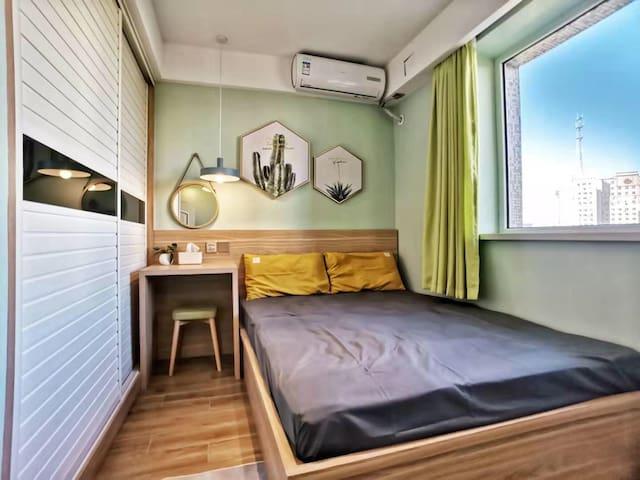 卧室备有USB口插座,电热毯,空调,还有一次性褥垫以备不时之需。