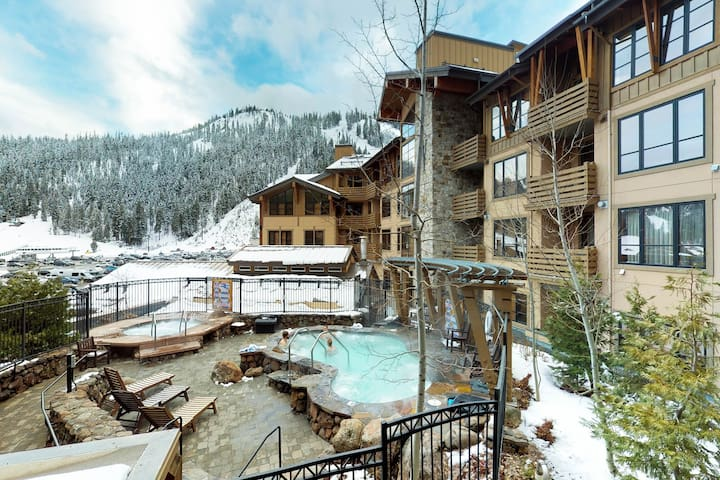 Ski-in/ski-out condo w/ shared pool/hot tub - near hiking & biking