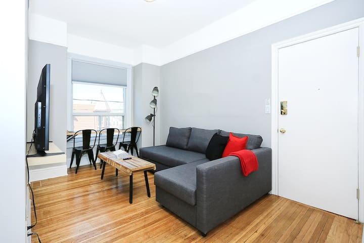 NEW 2 BDRM + Parking + Sofabed - Downtown