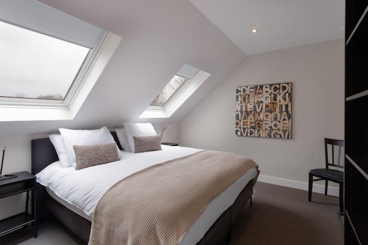 Schlafzimmer mit  Boxspring 180 cm x 200 cm
