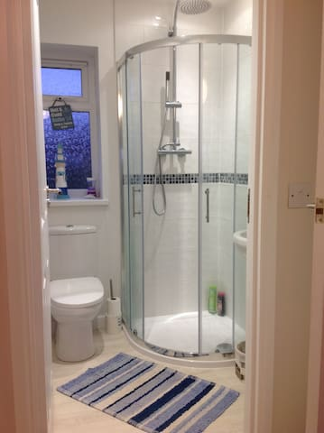 Double Fully Furnished En Suite Room For Rent