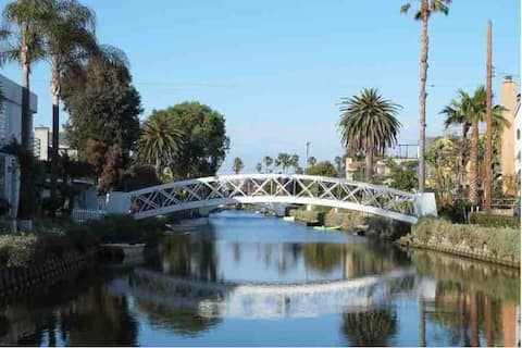Venice Canals Guest Suite w/ Private Patio&Parking