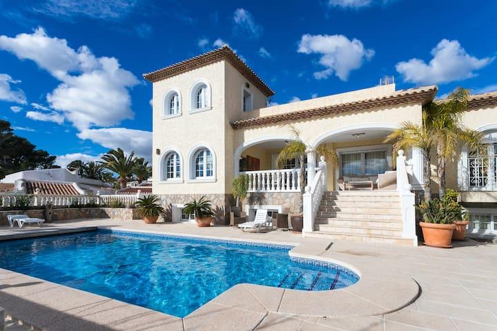 Villa for 10 Guests in La Nucia Pool&BBQ