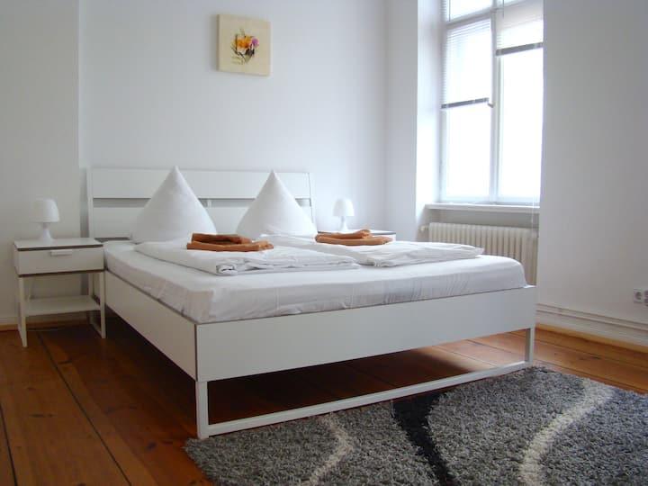 DOUBLE ROOM near Zoologischer Garten/Savignyplatz