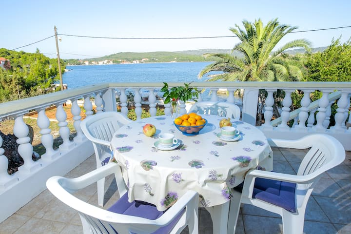 Apartment Kolic with terrace and sea view
