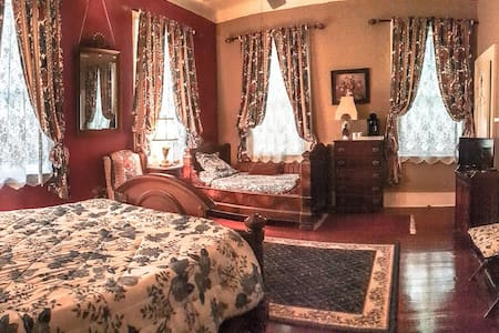 The Red Room is furnished with an antique queen bed and a 3/4 size French antique day bed. Private bath is ensuite and  includes a sink/commode and separate large shower room.