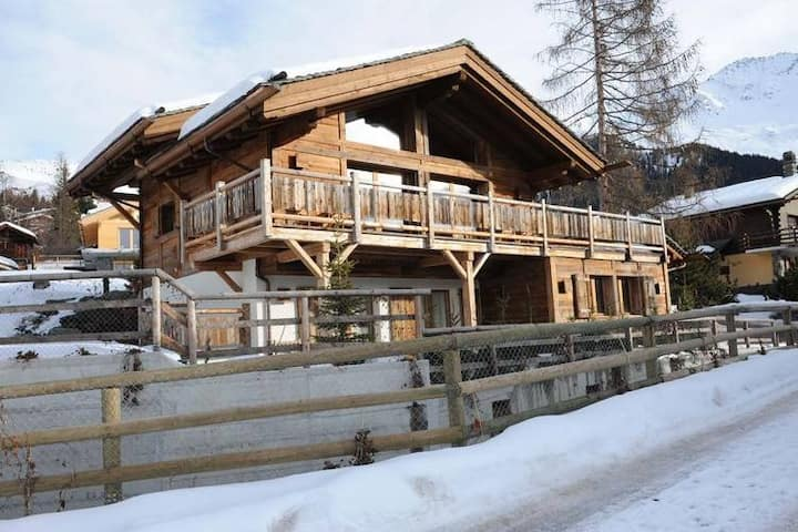 Comfortable and luxurious chalet with view on the Mont Blanc.