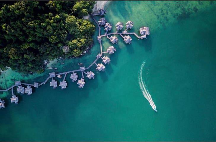 Romantic Honeymoon Unique - Over Water Villa -
