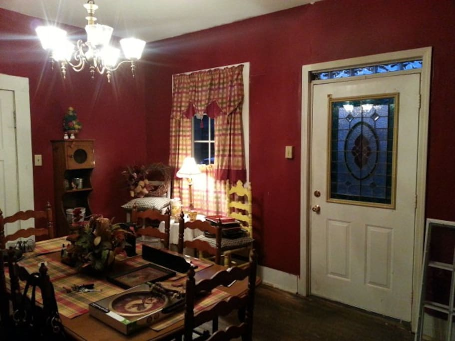 Common areas are Kitchen, Living room, Front porch and a big yard.