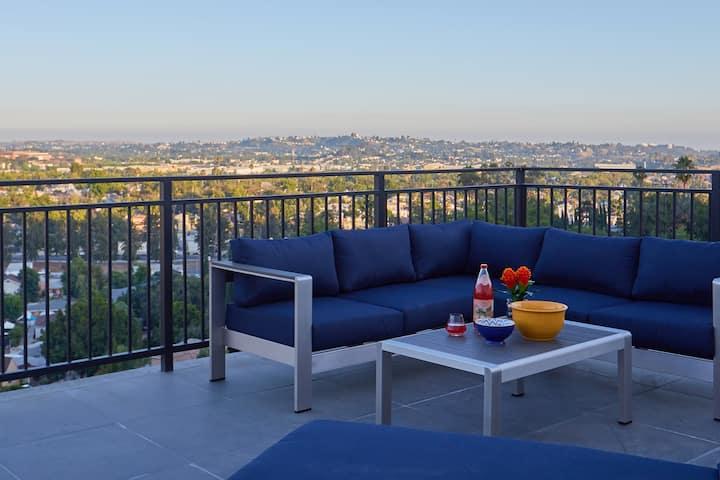 Modern 'n Hip Los Angeles View Home