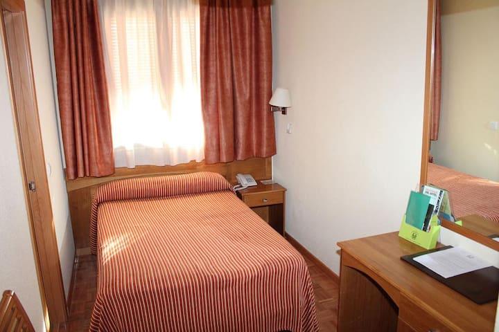 Habitación en Hotel  - Individual- Céntrico