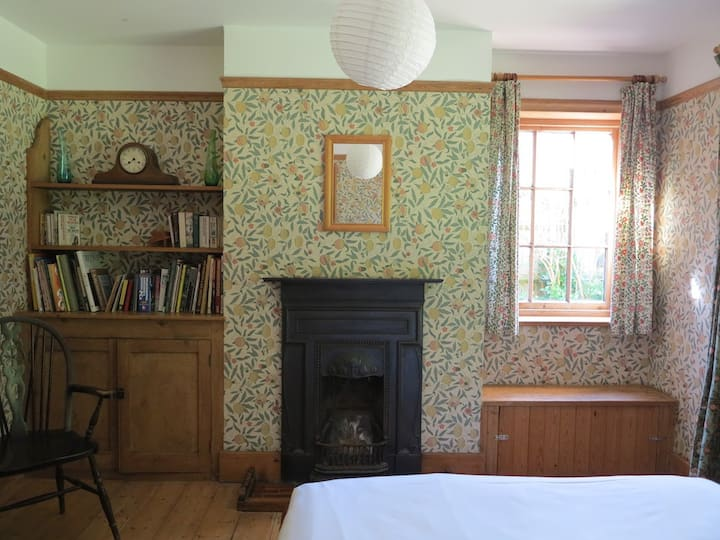 Character New Forest Cottage with 6 bedrooms
