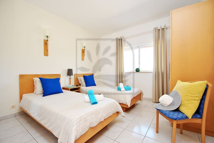 Hawaii 4 LOVELY 1 BED APARTMENTS, W/ SWIMMING POOL - Pêra - Daire