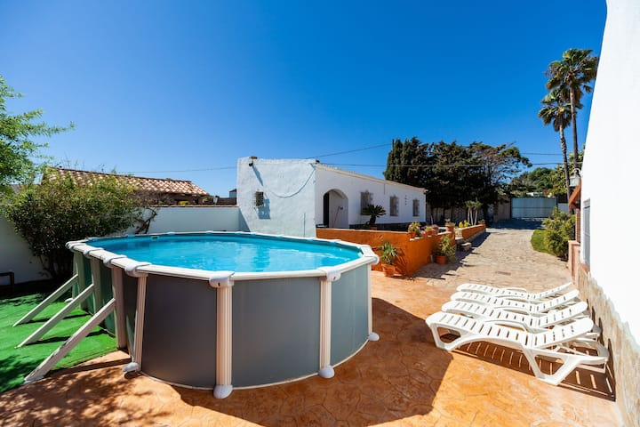 Charming Home with Spacious Garden, Pool, Terrace and Wi-Fi; Pet-Friendly