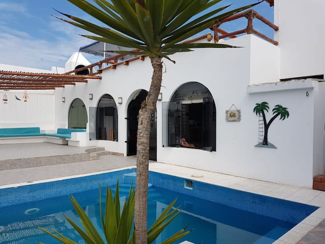 Bella casa con piscina, Playa Los Lobos, Lima Sur