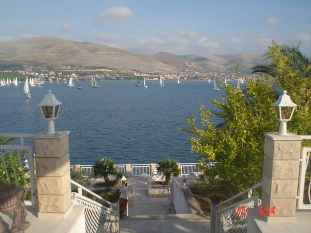 Villa directly by the sea with private beach 2