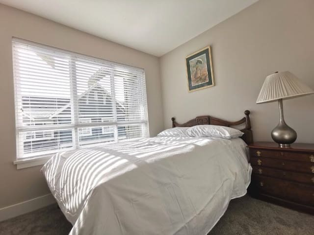 Cozy Room Close to Ferry + Shopping in US(303)